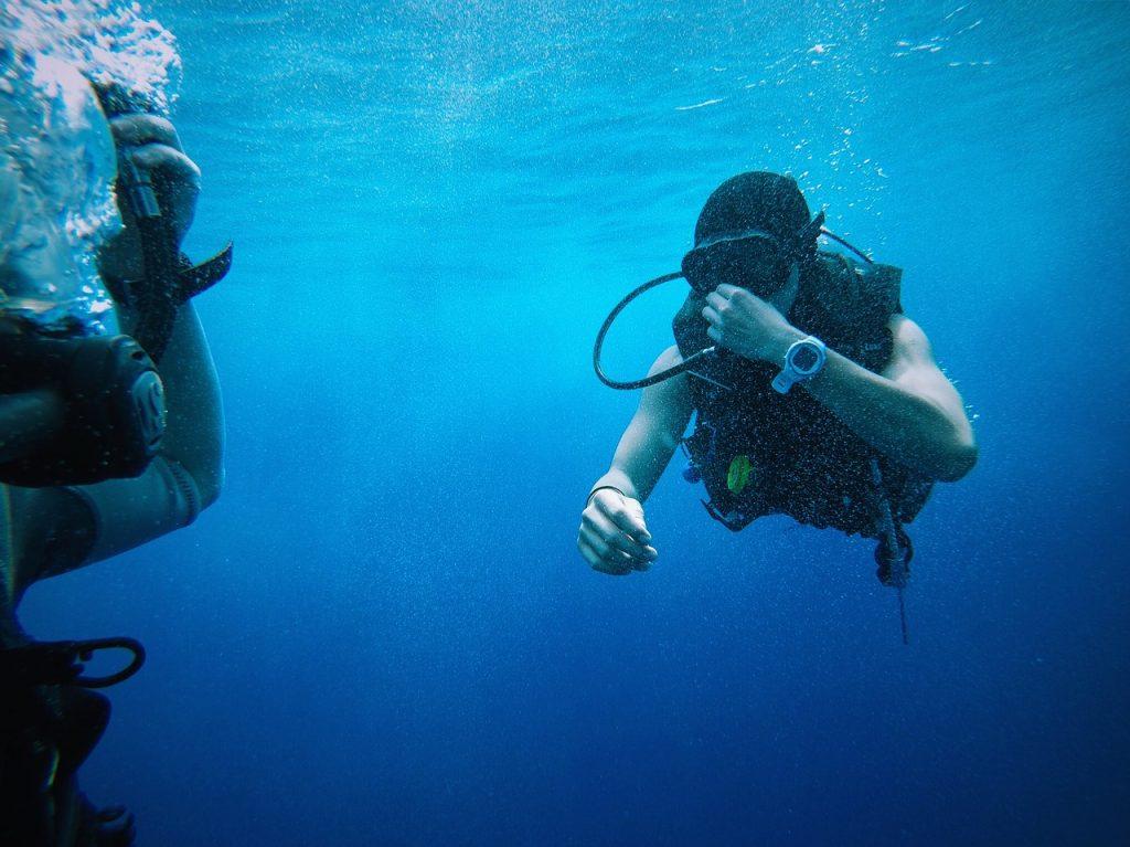 blue water, divers, equipments-1866976.jpg
