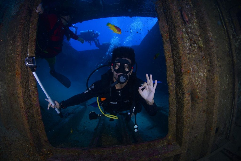 dive, blue, diving deep-1849535.jpg
