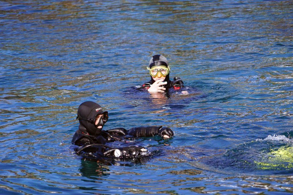 divers, diving mask, water-1147029.jpg